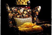 Pracownia Tapicerstwo dawne i współczesne / Tapicerstwo dawne i współczesne powstało w 1990 roku jako firma specjalizująca się w usługach tapicerskich i dekoracyjnych