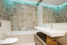 Nuevo showroom / En OAK2000 estrenamos nuevo espacio en el showroom de la c. Numancia 48, en Barcelona. Hemos construido un pequeño piso de casi 70 m2 que se compone de una cocina, un salón – comedor, un dormitorio, un vestidor y dos baños en el que exponemos materiales de acabado tanto en paredes como en suelos, griferías, sanitarios, sistemas de iluminación, textil y mobiliario.  Se trata de un agradable espacio de trabajo, que confiamos que vengáis a conocer muy pronto!