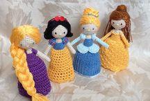 bonecas em crochê