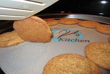 """Mrs V's Kitchen Silicone baking mats / Round 15"""" baking/pizza mat from Mrs V's Kitchen"""