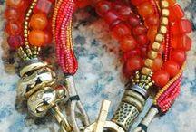 boucles d'oreilles et colliers