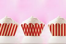 Printable Cupcake Wrappers / You can print out fun printable cupcake wrappers! Make your cupcakes and the cupcake holders too! #cupcake #packaging #wrapper