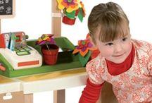 Juego Simbólico / Juegos y juguetes simbólicos que ayudan al niño a simular la realidad que le rodea: muñecos, animales, vehículos...