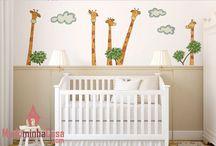 Adesivos e Acrílicos para Quarto de Bebê / A chegada de um novo bebê é uma alegria para a família inteira e a decoração do quarto é um dos momentos mais gostosos da espera. Inove na decoração do quarto de Bebê. Além de enfeitar e alegrar o ambiente, os adesivos de parede para quarto de bebê despertam a curiosidade e a percepção do seu filho. Simples ou sofisticado, bem coloridos, são perfeitos para o quarto de bebê menina ou menino e fáceis de instalar.