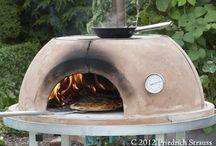 Pizzaofen und MultiFunktionsOfen / Nicht nur ein Pizzaofen DER Holzbackofen für den vielseitigen Grillmeister. Robuste und alltags taugliche Ausführung. Temperaturbereich 100 ° bis 400 °C für Pizza backen, Brot backen, Braten grillen, Fisch räuchern, Kochen auf der oberen Kochplatte, Grillen mit Grillrost auf dem Dom und Vieles mehr. Selbstverständlich entworfen und gefertigt in Bayern. Deutschland weiter Versand.