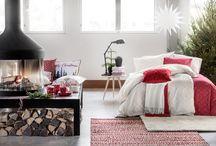 Joulun punaa / Koti saa jouluksi punaa poskiinsa. Lisää ripaus valkoista ja raikas väriyhdistelmä on valmis. Pehmeät pinnat tuovat sisustukseen lämmintä tunnelmaa.