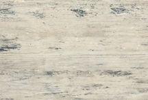 Matterstone Fahatású Betonpanelek / Fahatású beton panel  30x240cm Vastagság: 1,2-1,5-1,8 cm. 6 féle szín választható. Nem kell miatta fákat kivágni, mégis megkapjuk a fa meleg érzetét a beton keménységével. Függőleges és vízszintes, vizes és száraz, kül- és beltérre egyaránt alkalmas. Időtálló, tökéletes a fa helyettesítésére, nem kell kezelni, nem öregszik, nem nyikorog. Magas kopásállóságú, könnyen tisztítható. Padlóra, homlokzatra, teraszra, fürdőszobába, lépcsőlapnak, medence mellé, stb...