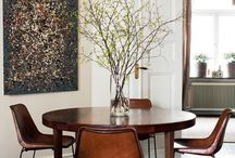 Dining {in the round} / All about the round table. The perfect option for intimate seating...