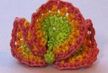 Vrij haken / Zo leuk, vrij haken! In het Engels freeform crochet en op Pinterest zijn heel veel voorbeelden te vinden...