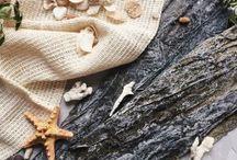Водоросли для обертывания /  Существует большое количество морских водорослей, обладающих лечебными свойствами. Однако для процедуры обертывания с косметическими целями чаще всего используются именно ламинарии. В составе ламинарии имеются компоненты, которые способствуют не только эффективному похудению, но и замедлению процессов старения.  На данный момент ламинария для похудения являются наиболее эффективным и востребованным средством борьбы с лишними килограммами и целлюлитом.