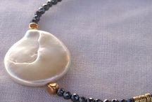 Pulseras con perlas planas