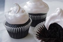 Cupcakes and Muffins / by Janet Salonen