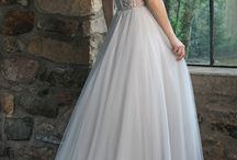 Fall 2018 Collection / The Sincerity Bridal Fall 2018 collection personifies classic romance, including clean and modern styles, upscale embellishments, detachable elements, and subtle cut-outs. This collection caters to a broad range of bridal preferences while consistently carrying grace and romance throughout the dress designs.