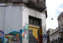 Street art du monde / Le voyage, c'est aussi apprécier l'art urbain et découvrir les belles surprises que peut nous dévoiler une ville. Retrouvez dans ce tableau des pépites du street art à travers le monde. Graffiti, pochoir, mosaïque, yarn bombing (ou tricot-graffiti), autant de sortes d'arts éphémères qui nous font rêver.
