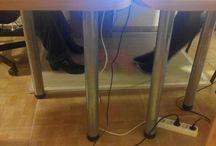 """Gazdaságos Helyi Fűtések / Ha fázik a lábad a számítógép előtt, használj lábfűtést.  -- Gyakran fel kell állnod? A mozgás érzékelős infravörös sugárzó a legelőnyösebb! Azonnal melegít!  -- Nagyméretű, nyitott asztalnál a helyi padló fűtés a legjobb. -- Magas széken ülsz? Neked a """"lábfűtő dobozt"""" ajánlom."""