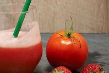 Succhi e centrifughe / Succhi e centrifughe preparate con frutta e verdura di stagione: buoni e salutari, pensati per nutrire, idratare, detossinare il nostro organismo, ma con gusto!