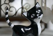 Porcelain figurines / Handmade and handpainted porcelain figurines designed in the 60's of XX ceuntry and contemorary designs.  Ręcznie wykonane i dekorowane porcelanowe figurki zaprojektowane w latach 60. XX wieku oraz współczesne projekty porcelanowej rzeźby kameralnej.