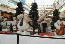 My Insta photos Egyik kedvenc karácsonyi látványosságunk a #jegesmedve zenekar #sugár üzletközpontban #polarbears #xmasdecor