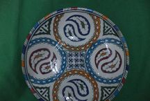 Moroccan Pottery / Browse our extremely beautiful collection of traditional Moroccan Pottery, platetrs and design bowl that is ideal to serve fruits or salads. We bring 100% handmade pieces for you made by Moroccan artisans.