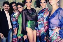 Glamour, luxo e profissionalismo marcam desfile de encerramento de curso de moda / O curso Técnico em Estilismo e Coordenação de Moda, do Senac São José do Rio Preto, formou mais uma turma, no dia 18/5/2012. O que não faltou foi luxo e glamour: o auditório da unidade estava todo iluminado para receber os convidados que prestigiaram o desfile de 51 looks, criados pelos formandos.    Confira: http://j.mp/LxuGiX