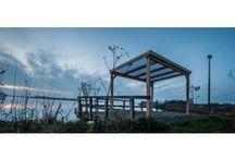 Svalinn Veranda Lariks / Stoer, kracht en zelfvertrouwen: de lariks veranda van Svalinn is gemaakt van robuust hout. Larikshout is duurzaam, watervast en sterk.