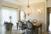Paris Apartment Style(パリ) / Authentic Collectionでは、パリのアパルトマンのようなエレガントで風合いのある家具を提案致します。家具・照明は全てアメリカから輸入した家具を扱っています。パリに多くみられる壁面デザインも弊社の得意とするデザインです。