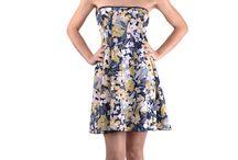 Robe de plage à nouer - Shush / La Robe de plage (ou Drapé) Shush est un vêtement pour la plage et le soleil, à nouer de multiples façons :  - robe bustier, robe dos nu, robe asymétrique, robe paréo... - jupe portefeuille, jupe taille basse, jupe tombant sur les hanches... Existe en 2 longueurs et en 9 coloris : https://www.shush.fr/categorie-produit/robe-de-plage