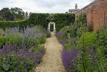 English Gardens & the Downton Abbey Style