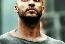 The 100; lincoln