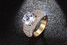 Ein Schmuckstück Ring mit Zirkonia AAA 7,4 Gram Gr 56 (17,8 mm Ø) 15,90 Euro