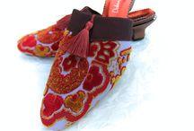 Empress / Silk brocade shoes with aubergine ribbon and tassel trim.