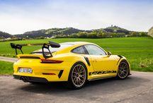 Porsche 911 GT3 RS en Nürburgring / El Porsche 911 GT3 RS recorre uno de los circuitos más legendarios del mundo. Retándolo en cada curva o recta. Una fiera preparada para carretera y circuito.