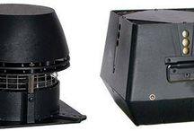 Elektrische Rauchsauger / Der Rauchsauger RS (horizontal) und RSV bläst den Rauch senkrecht (vertikal) aus.  Ein Rauchsauger RS und RSV verfügt über ein axiales Flügelrad aus Edelstahl bzw. Zentrifugalrad aus Aluminiumguss. Er ist hitzebeständig bis 250 °C. Das Gerät ist besonders für Rauchgase aus offenen Kaminen und Kaminöfen geeignet.
