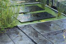 Collection Schistone / La légère irrégularité de la surface feuilletée des dalles SCHISTONE vous enchante à chaque regard et vous invite au contact.