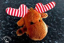 Der kleine Elch Janne-Oskari / Pikku Hirvi Janne-Oskari ist das Elchmaskottchen von Finntastic - die finnomenale Website.