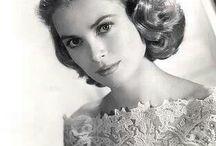 Elegant: Grace Kelly / Photographs of Grace Kelly, a demurely elegant woman