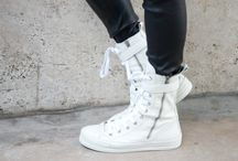 Style    Sneakers