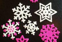Lumihiutaleita helmistä