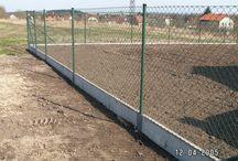 Pletivový plot / Klasické pletivové ploty s podhrabovou deskou i bez podhrabové desky