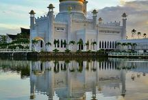 ♡ Brunei Travel ♡ / Travel stories, tips and experiences about the fascinating state of Brunei, on north coast of the island of Borneo in Southeast Asia. Brunei is famous for its Sultan Omar Ali Saifuddin mosque. Happy Travels ♡