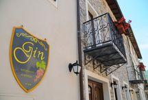 """Da Gin / Ecco la nostra struttura: Albergo Ristorante Da Gin  L'albergo ristorante da Gin è dotato di otto camere elegantemente arredate, dall'atmosfera intima, fornite di ogni comfort e molto luminose. Offrono inoltre un suggestivo panorama sulla selvaggia Val Pennavaire immerse in un silenzio d'altri tempi. Una serata indimenticabile nel ristorante""""DA GIN"""", segnalato da tutte le maggiori guide gastronomiche."""