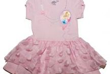 Rochite fete 2-8 ani / Hainute Animate ofera fetitelor rochite deosebite realizate din materiale de calitate, avand in prim plan cele mai indragite personaje Disney
