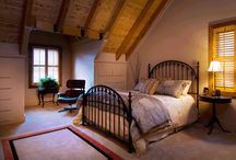 Log Home Bedrooms / How some homeowners have decorated their master bedrooms as well as guest bedrooms in their log homes.