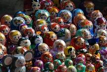 Souvenir / Paese che vai, souvenir che trovi! Spesso kitsch, ridicoli e fondati su stereotipi, i souvenir sono un frutto del turismo di massa a cui non sappiamo fare a meno! ;)