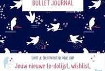 Bruna: Bullet journal / Bullet journal is de nieuwe to-do-lijst, agenda, bucketlist, planner en dagboek ineen. Een leeg notitieboek met dotted papier is de basis van de journal. Verder kan je de bullet journal volledig personaliseren, met lijstjes, handlettering, doodles, diagrammen en meer.