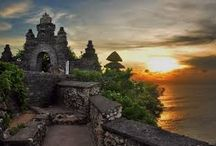 uluwatu / Uluwatu Temple is located on the cliff top close to the famous surf break on the shout west of the Bukit peninsula. Empu Kuturan, a Javanese Hindu priest who built the tiered meru, founded the temple in the 10th century and a shrine here as well as at other key locations longs the Balinese coast