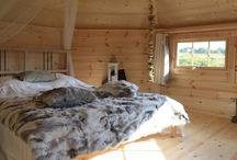 Nos chalets insolites à Dihan / Découvrez notre Chalet de Laponie et la Casa mirabilia, nos hébergements insolites à Dihan !