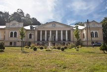 Mianocice - Pałac / Pałac w Mianocicach wzniesiony w XVIII w dla rodziny Mianowskich, rozbudowany w latach 30-tych XIX w., z inicjatywy Antoniego Helcla. Po 1850 r. właścicielami pałacu była rodzina Hallerów. Od 1945 roku w obiekcie prowadzi działalność dom pomocy społecznej. W 2017 r. pałac powrócił w ręce spadkobierców Hallerów. Obecnie trwa spór sądowy między właścicielami a dyrekcją DPS.