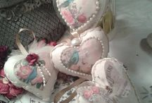 manualidades / corazones hechos totalmenta a mano, de algodón, decorados