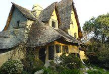 Jak bydlely čarodějnice / How witches used to live / Podívejte se, jak stylově bydleli čarodějnice. / Have a look how stylish used to be living of witches.   #house #design #stone #witches